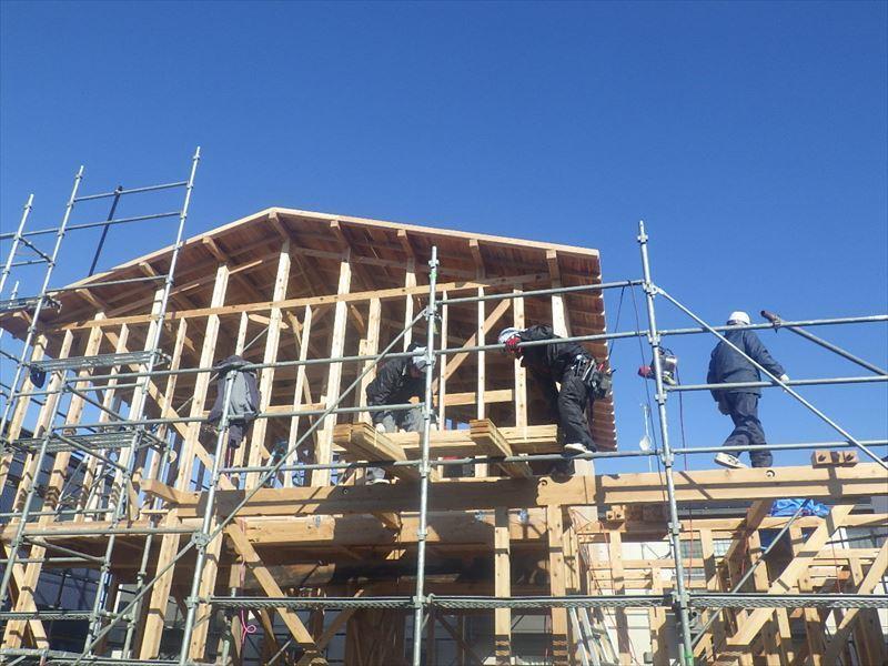 下太田 古材新築の家 建て方作業進行中です。_f0105112_04170395.jpg