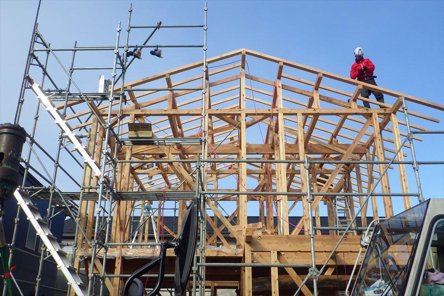 下太田 古材新築の家 建て方作業進行中です。_f0105112_05112530.jpg