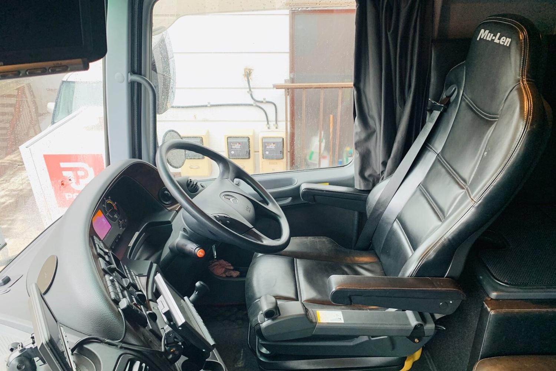 赤バス売ります_e0379343_16402916.jpg