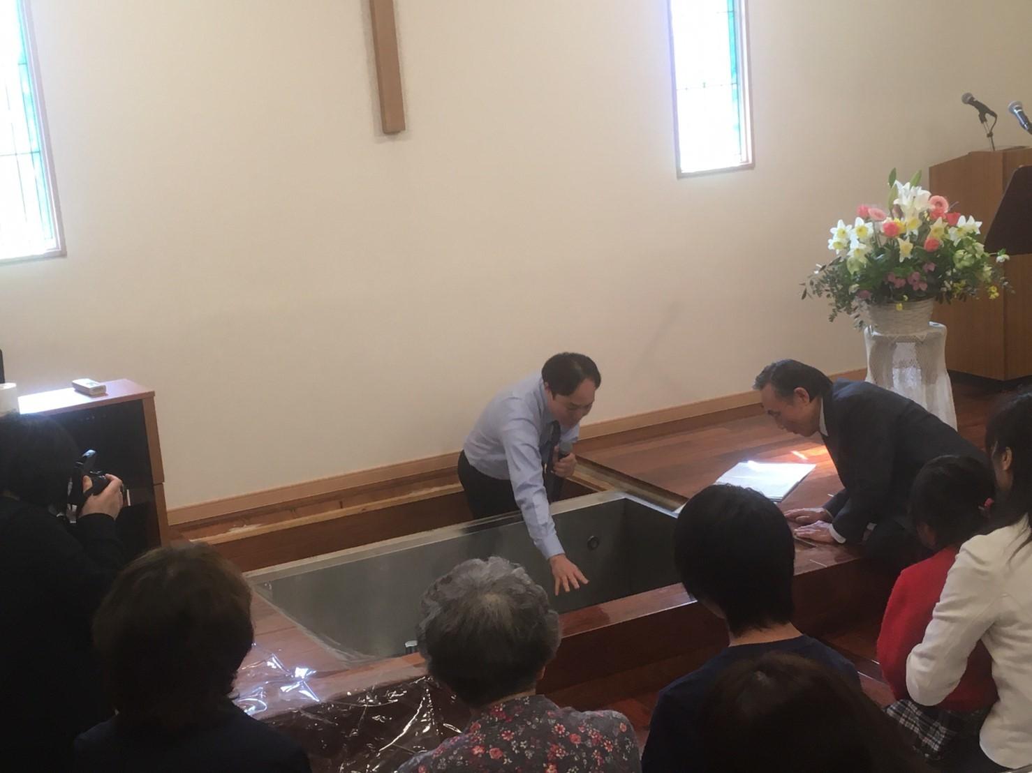 とっても素敵な洗礼式がありました!(*^▽^*)_d0120628_21415091.jpg