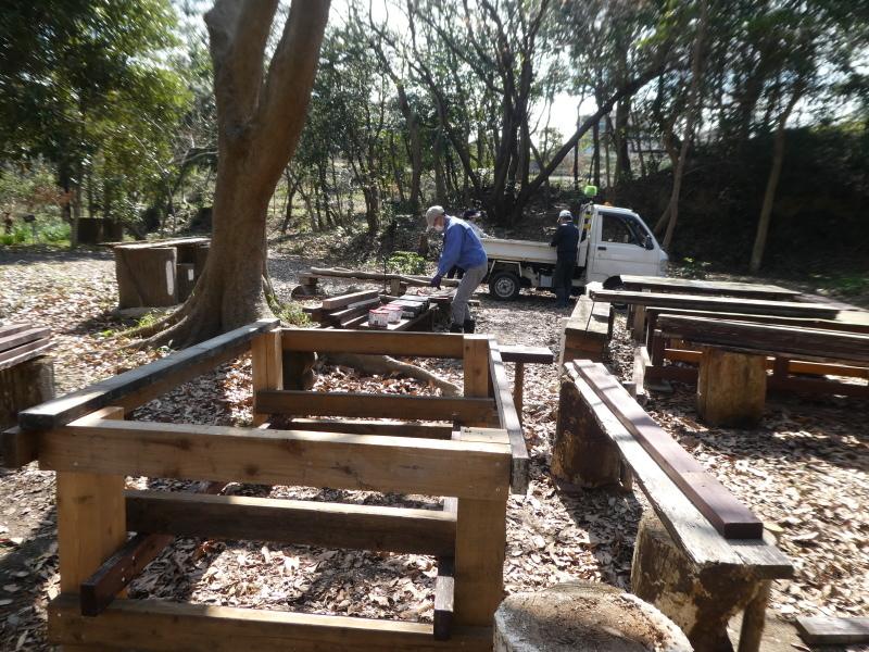 テーブル造り・間伐・原木杭作り・・・うみべの森_c0108460_17464601.jpg