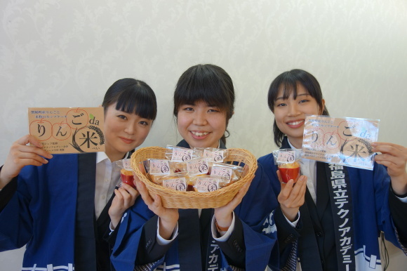 9期生考案!りんごと米粉のカップケーキ「りんごda米(だべい)」が販売開始!_f0238767_13314852.jpg