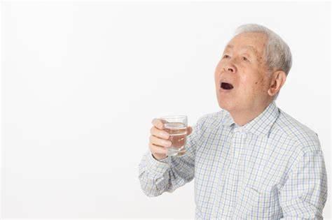 迷惑をかける老人に死んでほしいと思う人が増えている_f0133526_16194416.jpg