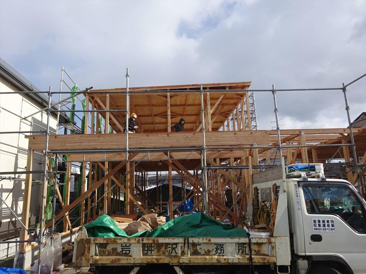 緑ヶ丘 アトリエのある家 建て方進行中!_f0105112_04110579.jpg