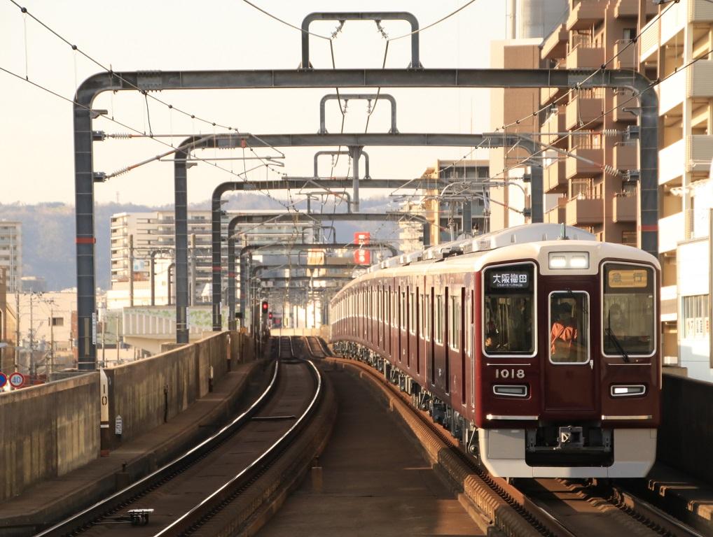 阪急1000系 1018F 夕陽が当たる・・_d0202264_18341160.jpg