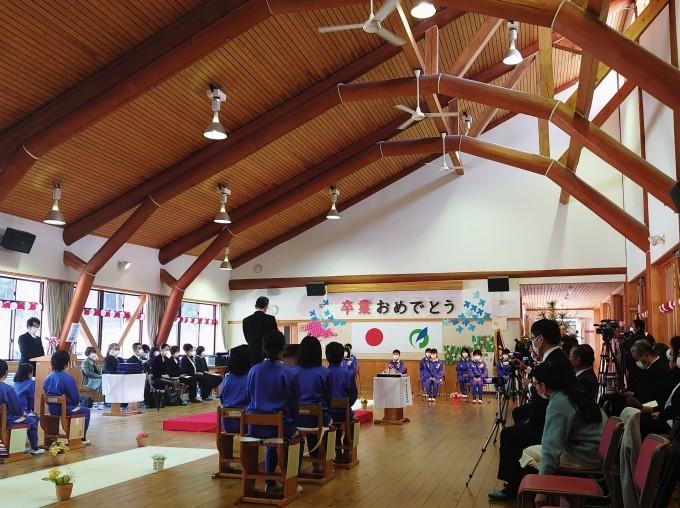 越知谷小学校卒業式とミニ閉校式に参加_d0265607_20245673.jpg
