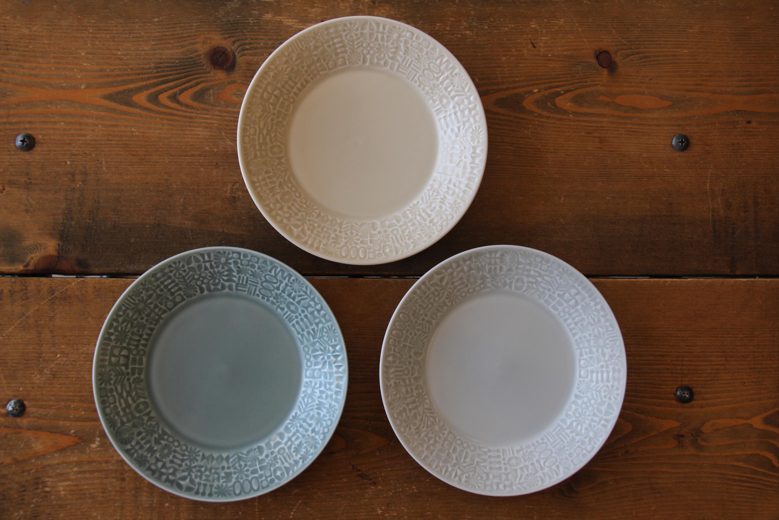 パステルカラーのお皿たち_b0165512_15275562.jpg