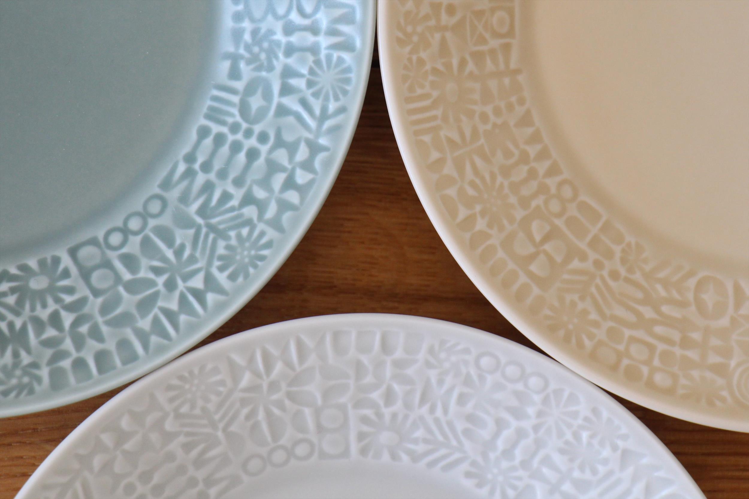 パステルカラーのお皿たち_b0165512_15281922.jpg