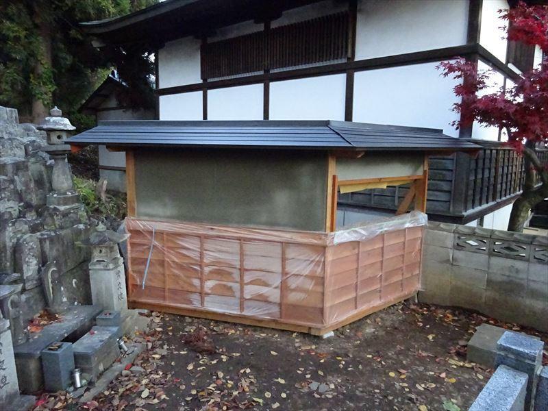 お寺の塀の建て替え工事 完成しました!_f0105112_04243170.jpg