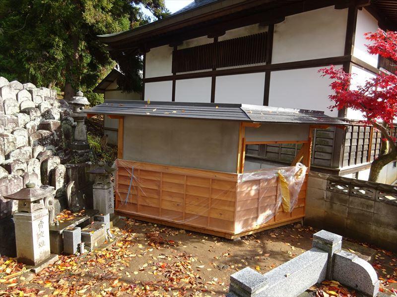 お寺の塀の建て替え工事 完成しました!_f0105112_04243229.jpg
