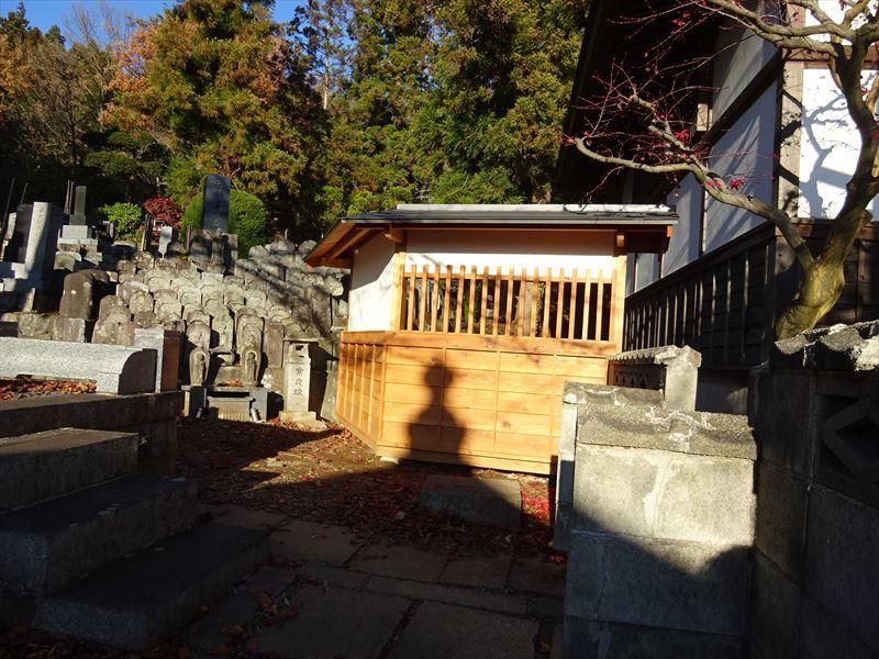 お寺の塀の建て替え工事 完成しました!_f0105112_04334930.jpg