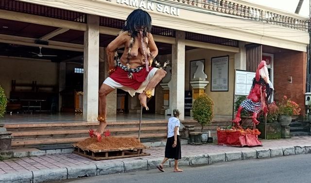 今年のオゴオゴ人形は街を練り歩きません。_d0083068_09400957.jpg