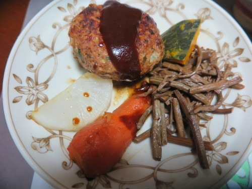 朝:味噌ポーク焼き、鶏ササミ、ほうれん草&味噌汁 昼:カフェ吾妻のたまねぎカレー&チキンカレーのダムカレー 夜:ハンバーグ、🥕ステーキ、ゼンマイ煮物&味噌汁_c0075701_19061410.jpg