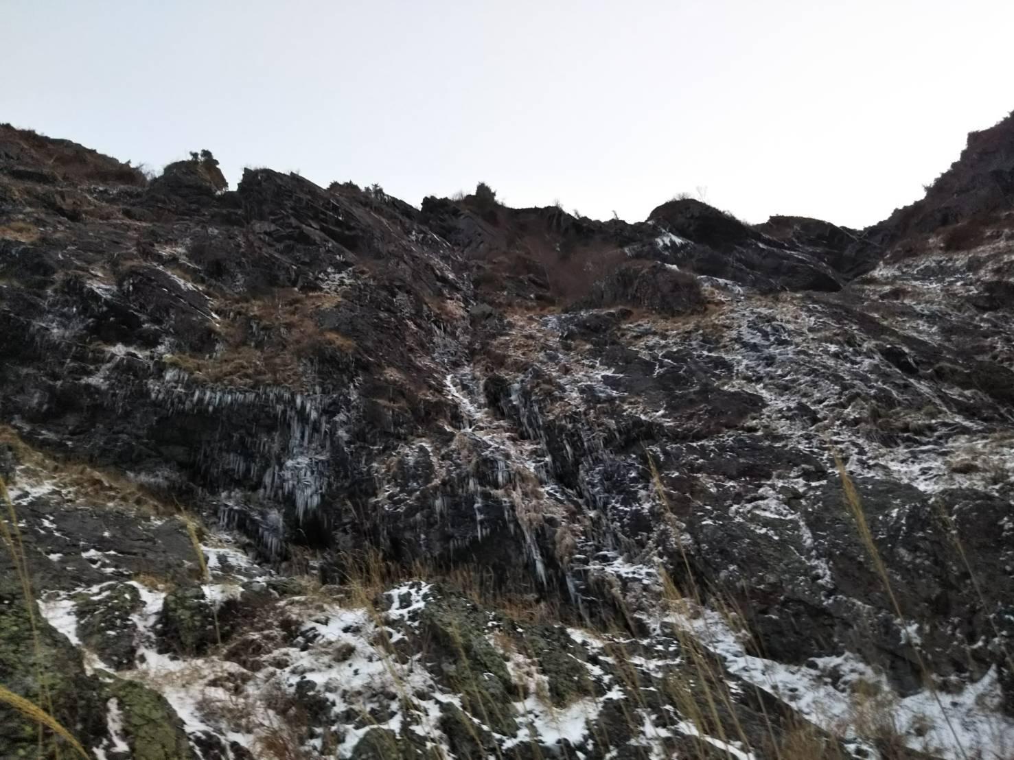 明神岳2,263m峰南壁中央ガリー_d0237801_00235155.jpg