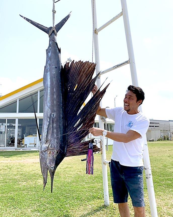 沖縄ではカジキ釣れています_f0009039_18373153.jpg