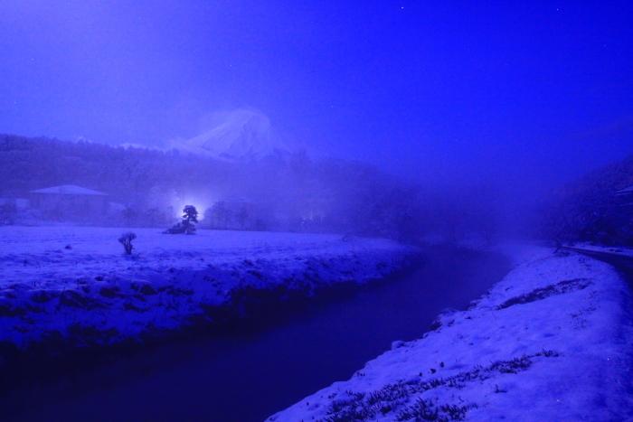 令和2年3月の富士 (17) 雪の忍野村の富士_e0344396_17103040.jpg
