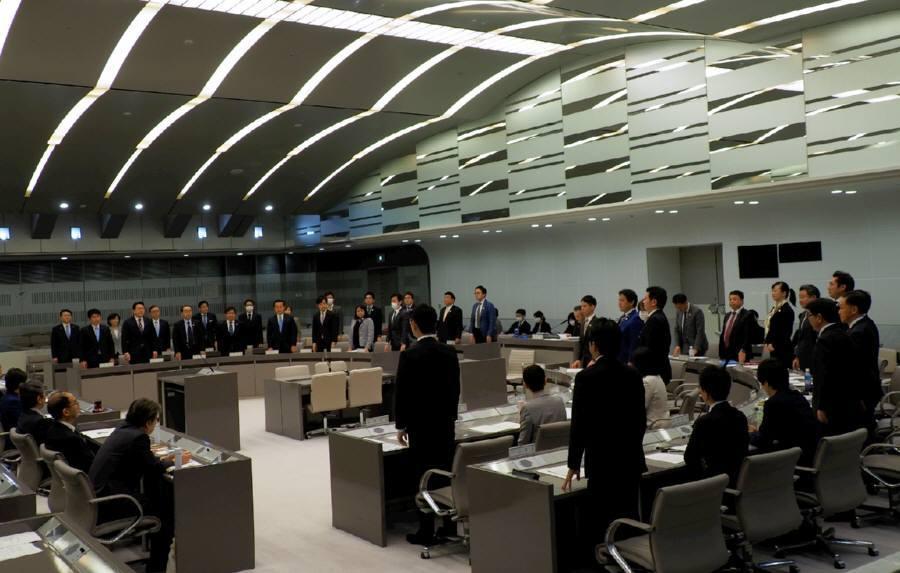 予算特別委員会討論、採決_f0059673_22393439.jpg