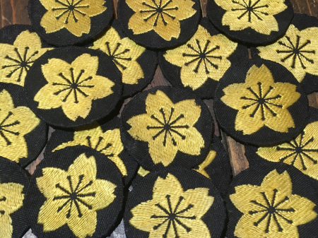 海軍下士官兵用普通科特技章・昭和17年改正(貸与品 黒布台地に黄色織出刺繍製 未使用品 合計18枚)が入荷致しました。_a0154482_10543274.jpg