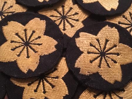海軍下士官兵用普通科特技章・昭和17年改正(貸与品 黒布台地に黄色織出刺繍製 未使用品 合計18枚)が入荷致しました。_a0154482_10543376.jpg