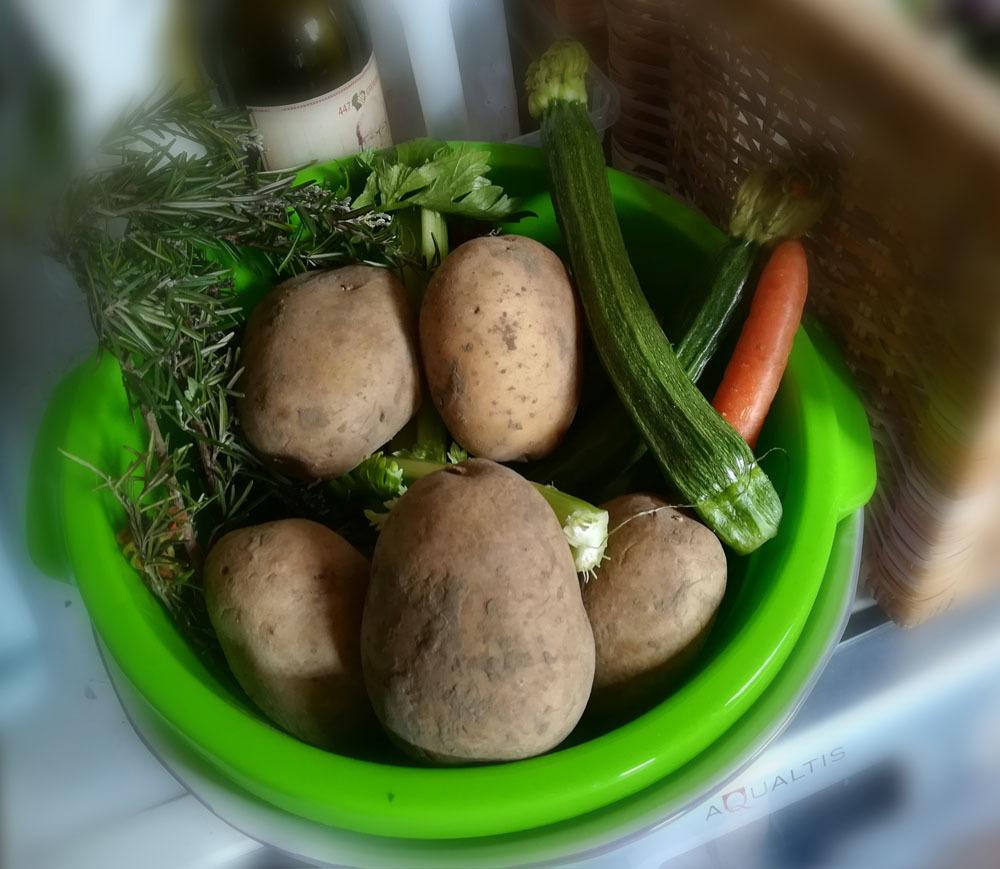食材の大切さを実感しながらの引き籠り生活_c0179785_22554201.jpg