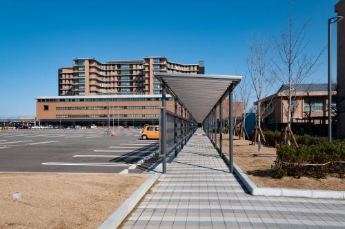 石川県立中央病院建設工事(歩道ルーフその2)_d0095305_14362482.jpg