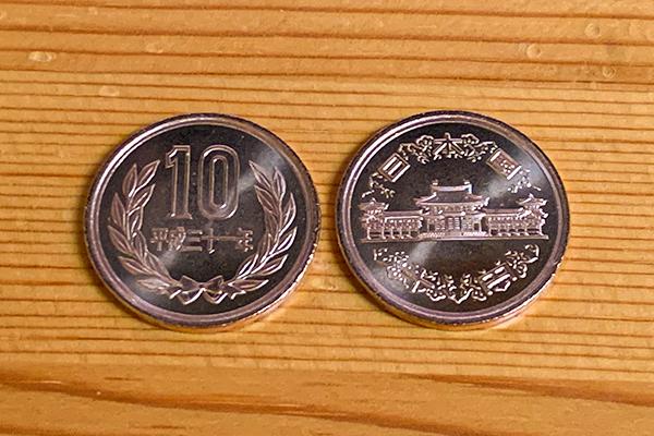 おつりで貰った2枚の10円玉がピカピカ、令和一年かなと思ったら!_b0194208_23523338.jpg