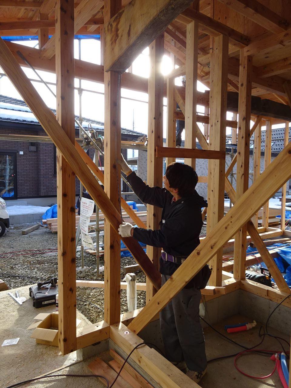 下太田 古材新築の家 建て方作業進行中です。_f0105112_04083031.jpg