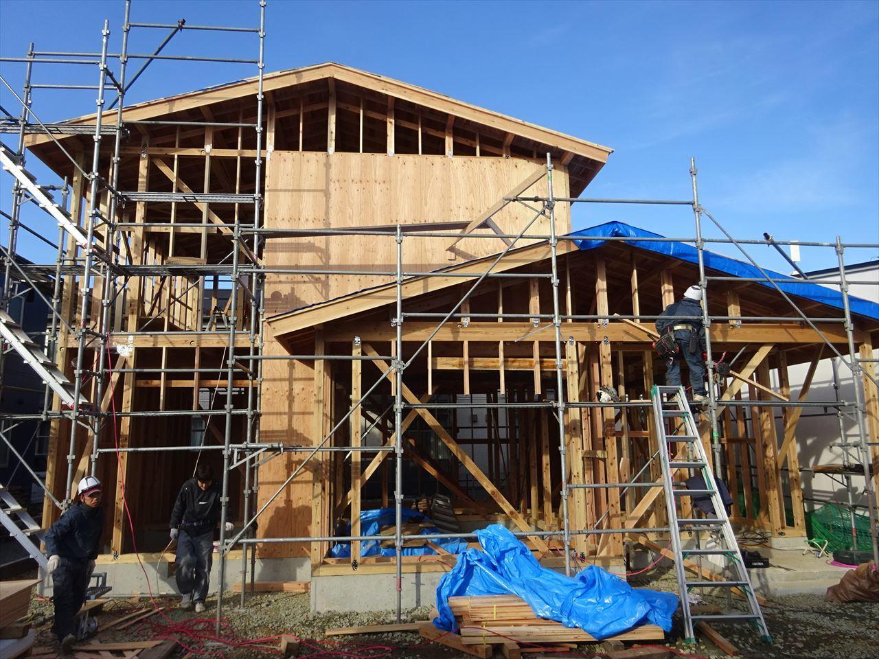 下太田 古材新築の家 建て方作業進行中です。_f0105112_04083050.jpg
