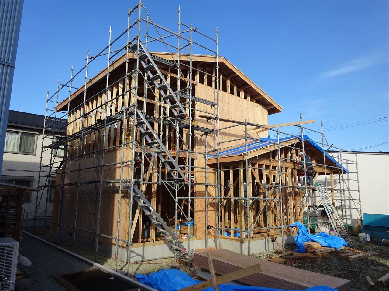 下太田 古材新築の家 建て方作業進行中です。_f0105112_04083053.jpg