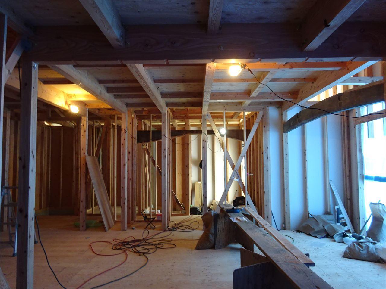 下太田 古材新築の家 建て方作業進行中です。_f0105112_04213538.jpg