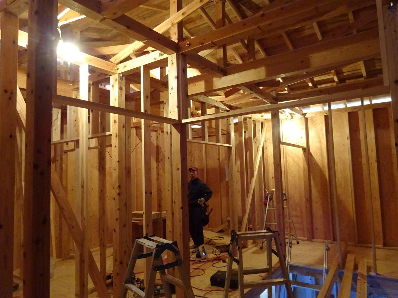 下太田 古材新築の家 建て方作業進行中です。_f0105112_04213583.jpg