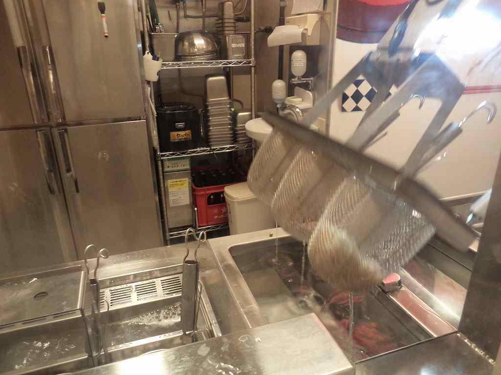駅蕎麦ロボット第一号_d0338347_06574243.jpg