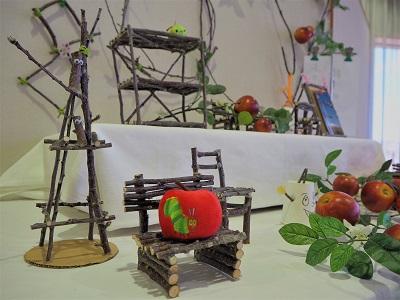りんごの枝木の木工展*弘前市りんご公園_d0131668_1455636.jpg