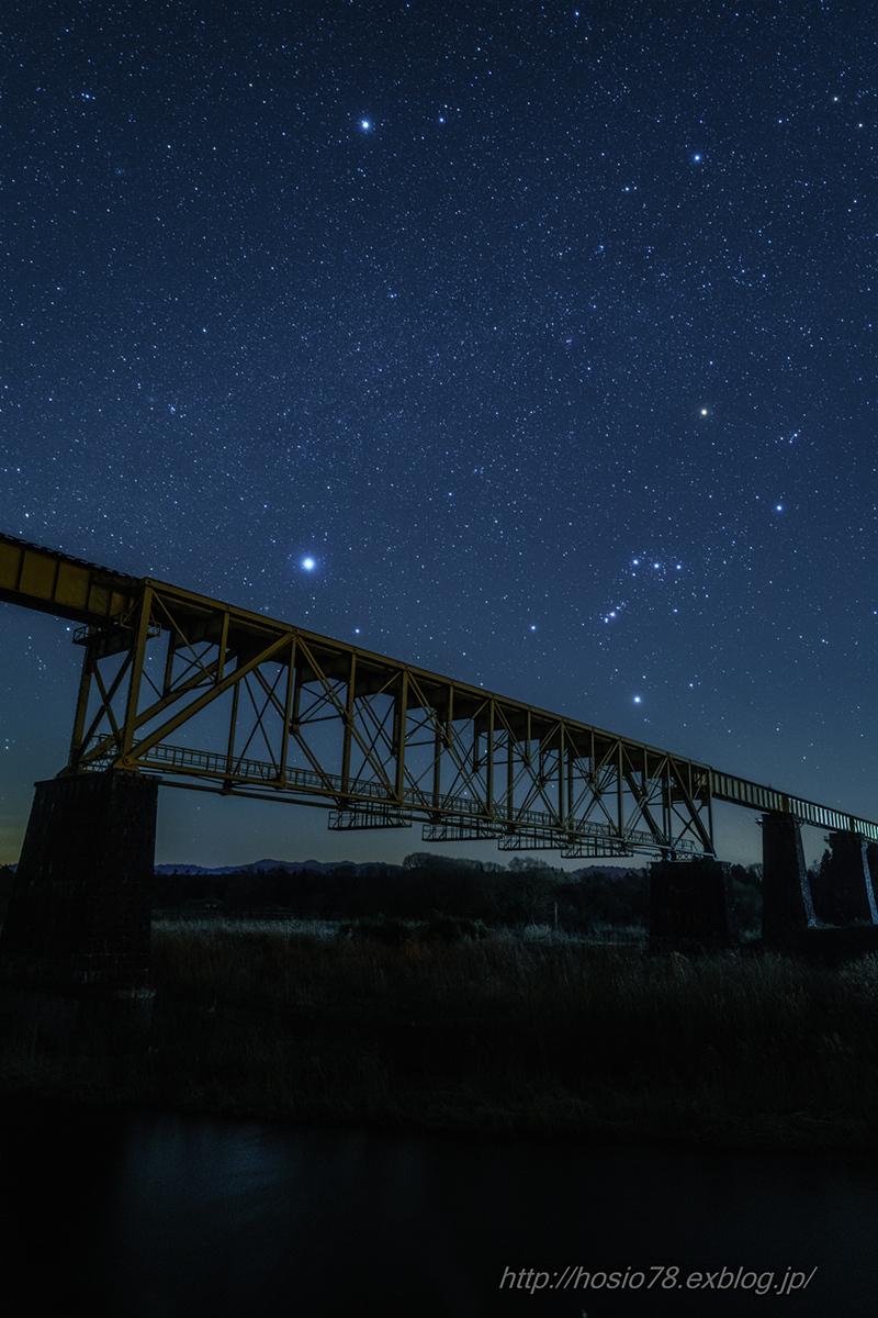 鉄橋を渡る冬の大三角_e0214470_21054330.jpg