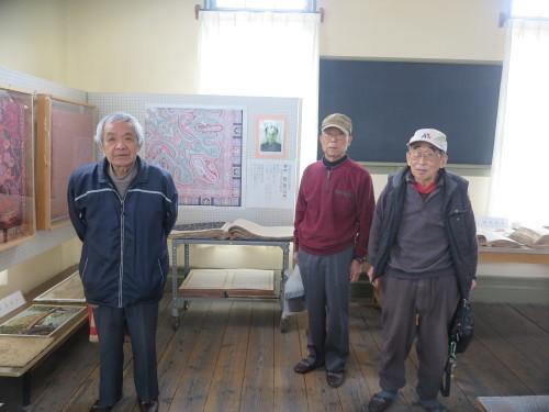 山岸先輩、小島先輩、加藤先輩が展示室を整備で来館_c0075701_21431827.jpg