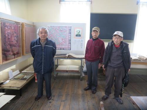 山岸先輩、小島先輩、加藤先輩が展示室を整備で来館_c0075701_21432439.jpg