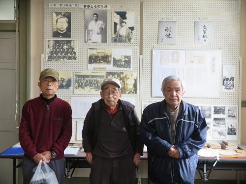 山岸先輩、小島先輩、加藤先輩が展示室を整備で来館_c0075701_21433372.jpg