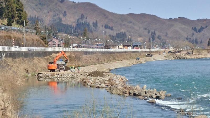 堰の災害復旧工事が行われています_c0336902_21202449.jpg