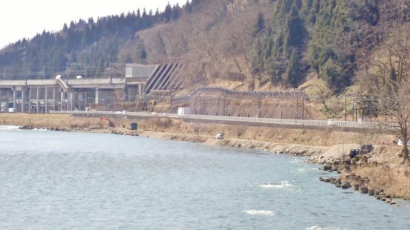 堰の災害復旧工事が行われています_c0336902_21202732.jpg