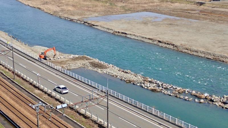 堰の災害復旧工事が行われています_c0336902_21203178.jpg