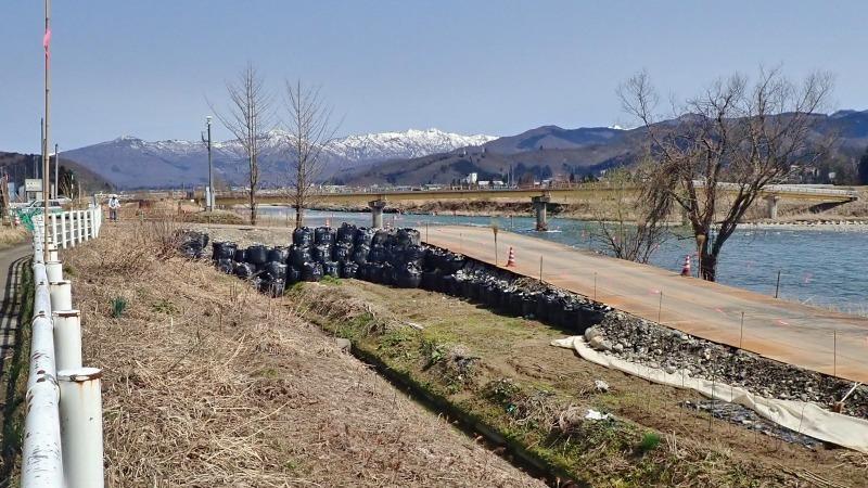 堰の災害復旧工事が行われています_c0336902_21203463.jpg