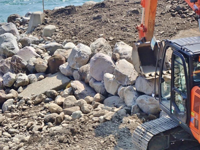 堰の災害復旧工事が行われています_c0336902_21204230.jpg