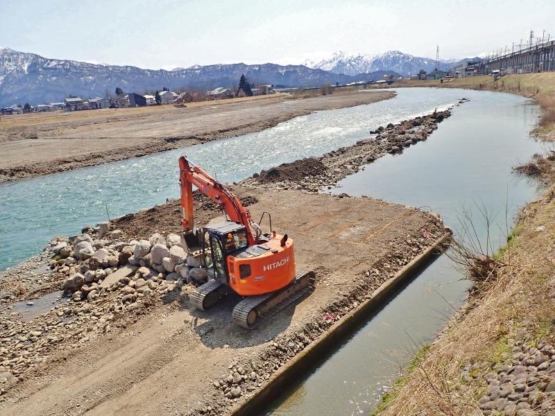 堰の災害復旧工事が行われています_c0336902_21204612.jpg