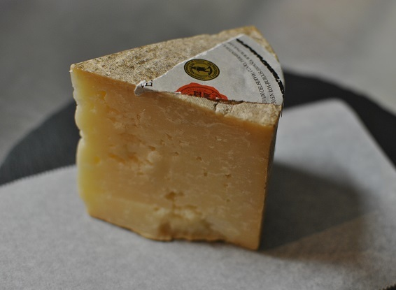 スペイン土産にチーズ_b0129725_17402802.jpg