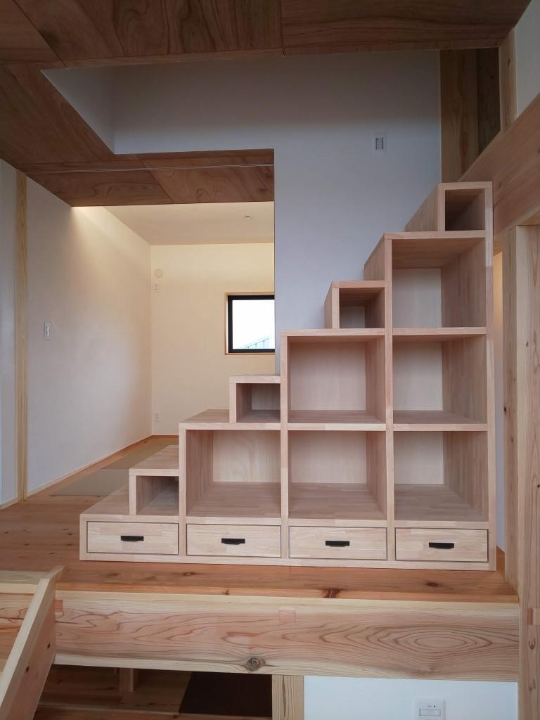 ■階段収納に引出取付■_e0188083_17390297.jpg
