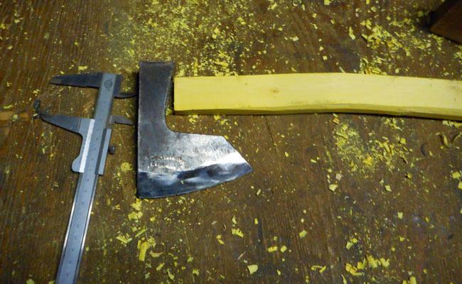 又もや、手斧の柄の挿げ替え。_c0081499_20501968.jpg