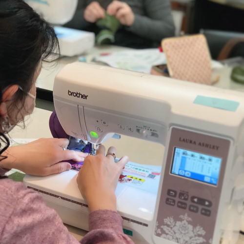 ミシン刺繍のバニティポーチのキットの予約販売_d0091671_13470268.jpg