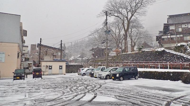 もう春なのに雪が!_c0336902_14065176.jpg