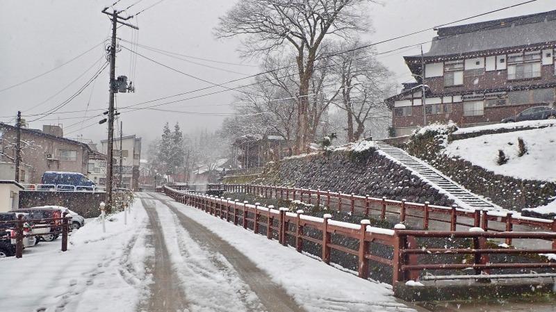 もう春なのに雪が!_c0336902_14065515.jpg