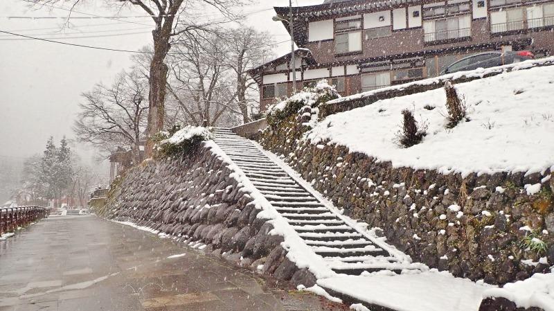 もう春なのに雪が!_c0336902_14065988.jpg